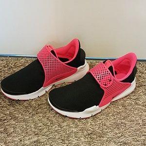 Nike Sock Dart. Size 6Y. Women's size 8.
